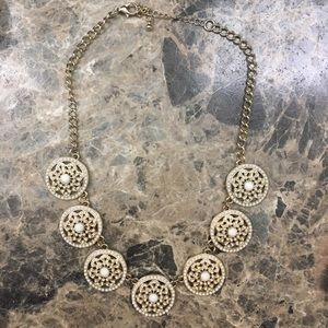 Francesca's gold circles necklace EUC no flaws.